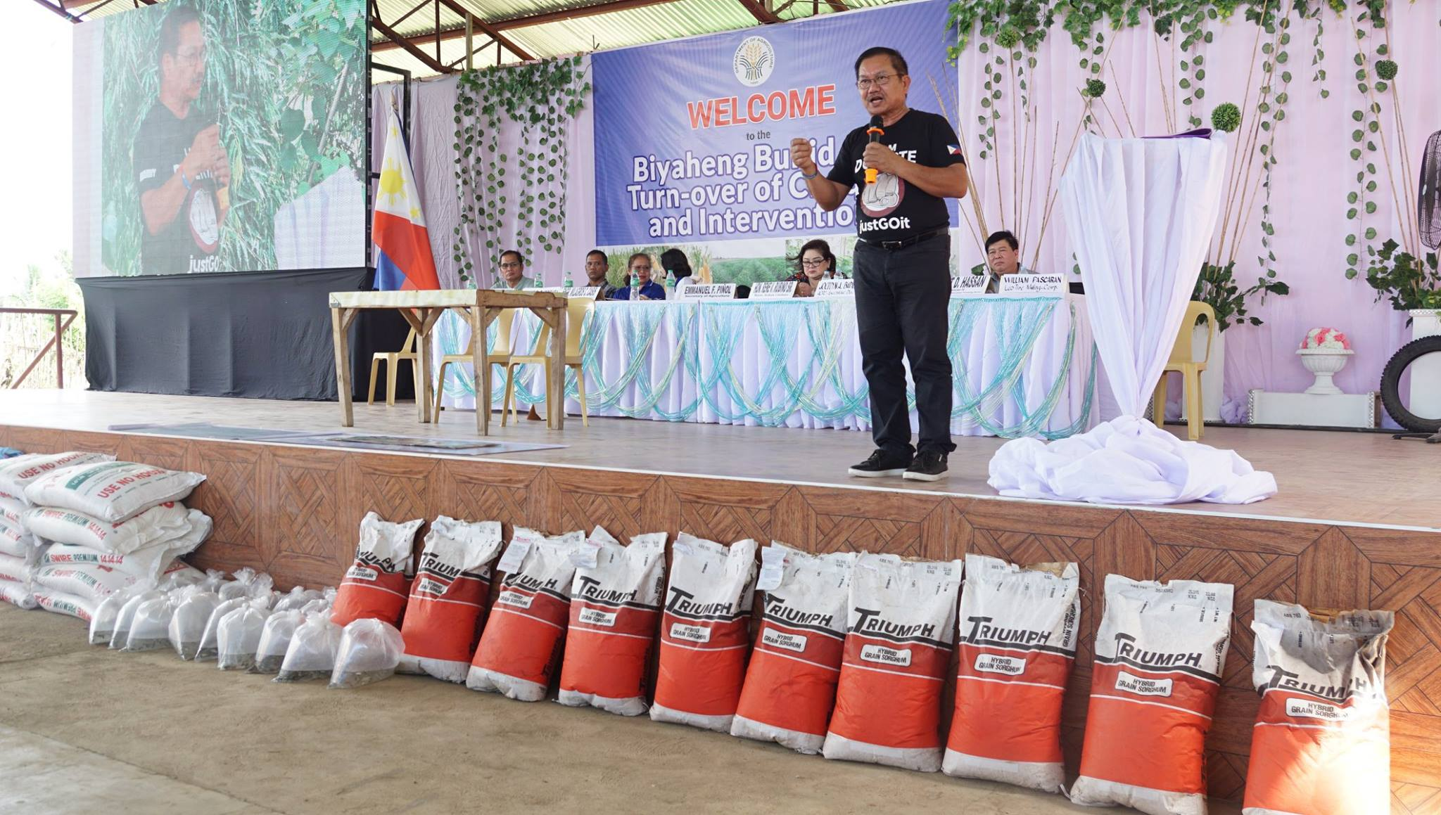 9f4bb3acaa3b ... the Department of Agriculture turned-over more than P21-M worth of  interventions and checks to LGU-Arakan